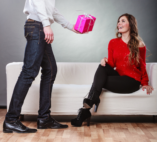 10 Perfect Name Day Gifts for Girlfriend and Boyfriend